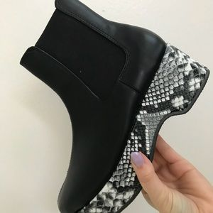 URBAN OUTFITTERS snakeskin platform ankle bootie